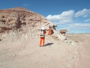 Mars 160 crew members studying outcrop
